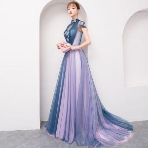 Stylowe / Modne Lawenda Sukienki Wieczorowe 2018 Princessa Aplikacje Frezowanie Kryształ Kokarda Wysokiej Szyi Bez Pleców Kótkie Rękawy Trenem Sweep Sukienki Wizytowe