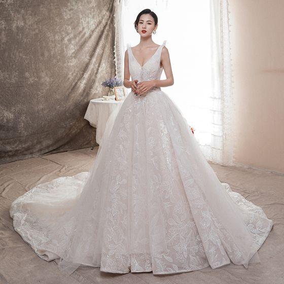 Bäst Champagne Bröllopsklänningar 2019 Prinsessa Djup v-hals Ärmlös Halterneck Appliqués Spets Beading Chapel Train Ruffle