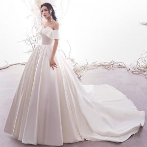 Modest / Simple Ivory Satin Wedding Dresses 2019 A-Line / Princess Off-The-Shoulder Short Sleeve Backless Chapel Train Ruffle