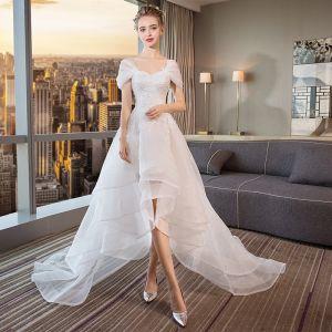 Moderne / Mode Haute Basse Blanche Robe De Mariée 2018 Princesse Appliques En Dentelle De l'épaule Dos Nu Sans Manches Tribunal Train Mariage