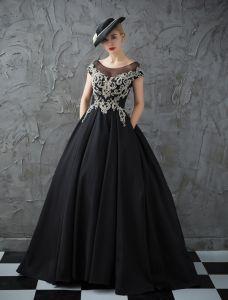 Glitter Ballkleider 2017 Schaufel Ausschnitt Perlen Strass Geraffte Schwarze Satin Kleid