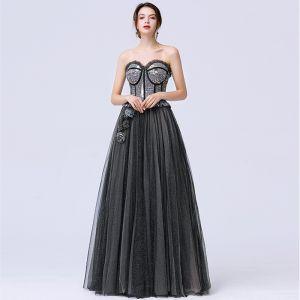 Stilig Svarta Dansande Balklänningar 2020 Prinsessa Älskling Ärmlös Paljetter Glittriga / Glitter Tyll Svep Tåg Ruffle Halterneck Formella Klänningar