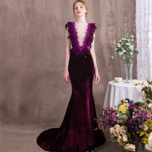 Amazing / Unique Grape Evening Dresses  2018 Trumpet / Mermaid Feather Rhinestone Scoop Neck Suede Sleeveless Sweep Train Formal Dresses