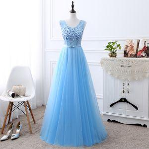 Niedrogie Błękitne Sukienki Dla Druhen 2019 Princessa U-Szyja Bez Rękawów Kokarda Szarfa Aplikacje Z Koronki Frezowanie Perła Długie Wzburzyć Bez Pleców Sukienki Na Wesele
