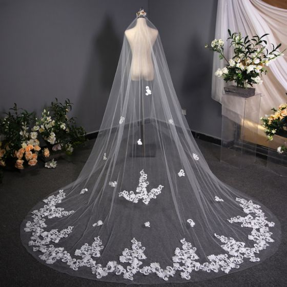 Mode Weiß 3D Spitze Brautschleier Handgefertigt Chiffon Kapelle-Schleppe Spitze Hochzeit Brautaccessoires 2019