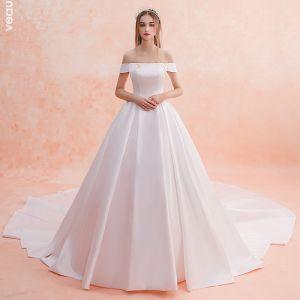 Schlicht Ivory / Creme Brautkleider / Hochzeitskleider 2019 A Linie Off Shoulder Kurze Ärmel Rückenfreies Kathedrale Schleppe