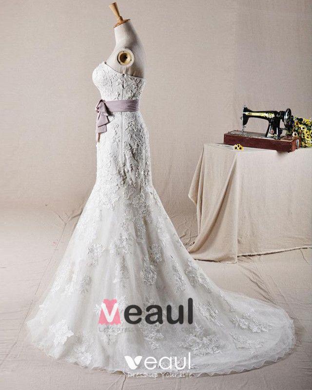 Graceful Beading Applique Belt Design Strapless Tulle Mermaid Wedding Dress