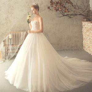 Modern / Fashion Champagne Wedding Dresses 2018 A-Line / Princess Appliques Lace Sweetheart Backless Sleeveless Chapel Train Wedding