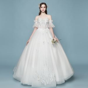 Affordable Ivory Wedding Dresses 2018 Ball Gown Lace Flower Appliques Pearl Sweetheart Backless Floor-Length / Long Wedding