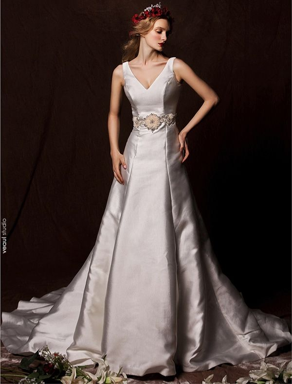2015 Vintage A-line Shoulders Deep V-neck Satin Wedding Dress