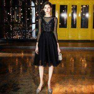 Chic / Belle Noire de retour Robe De Graduation 2020 Princesse Transparentes Encolure Dégagée 3/4 Manches Paillettes Thé Longueur Volants Robe Noire Courte