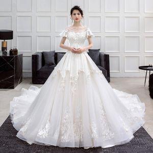 Mode Champagne Bröllopsklänningar 2018 Prinsessa Urringning Korta ärm Halterneck Appliqués Spets Beading Ruffle Cathedral Train
