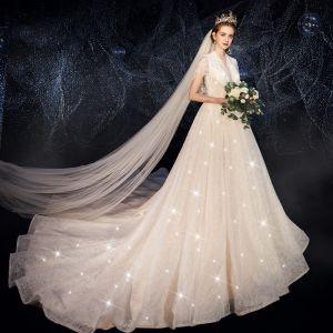 Charmant Champagner Glanz Spitze Brautkleider / Hochzeitskleider 2019 A Linie Tiefer V-Ausschnitt Kurze Ärmel Rückenfreies Perlenstickerei Perle Pailletten Hof-Schleppe Rüschen