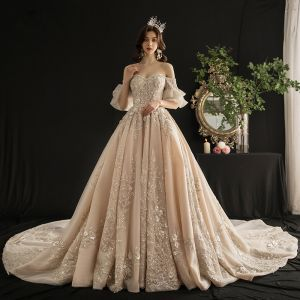 Luxus Champagne Brudekjoler 2019 Prinsesse Off-The-Shoulder Bell ærmer Halterneck Applikationsbroderi Med Blonder Pailletter Beading Tassel Cathedral Train Flæse