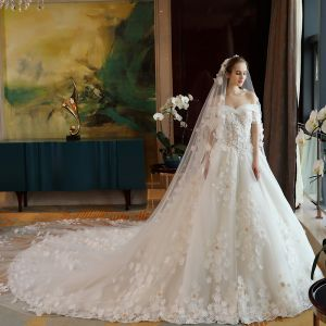 Luksus Elfenben Brudekjoler 2018 Prinsesse Beading Appliques Blonder Perle Av Skulderen Ryggløse Korte Ermer Cathedral Train Bryllup
