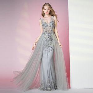 Uroczy Szary Sukienki Wieczorowe 2020 Syrena / Rozkloszowane Głęboki V-Szyja Frezowanie Kryształ Rhinestone Cekiny Bez Rękawów Bez Pleców Długie Sukienki Wizytowe