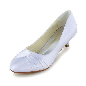Einfach Spitze Zehe Rüsche Weißem Satin Kätzchen Fersen Pumps Brautschuhe