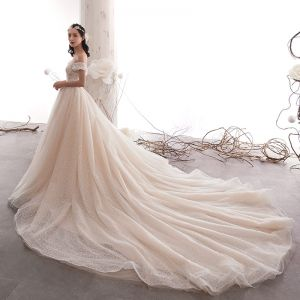 Edles Champagner Brautkleider / Hochzeitskleider 2019 A Linie Off Shoulder Perlenstickerei Perle Spitze Blumen Kurze Ärmel Rückenfreies Kathedrale Schleppe