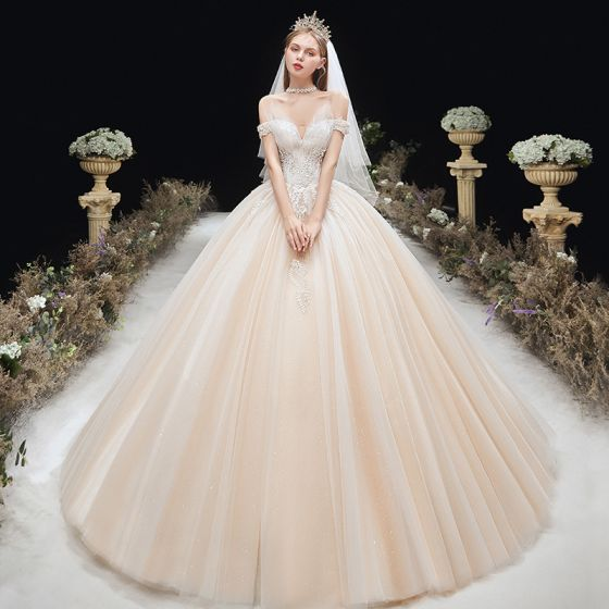 Encantador Champán Vestidos De Novia 2020 Ball Gown Fuera Del Hombro Rebordear Con Encaje Flor Sin Mangas Sin Espalda Chapel Train