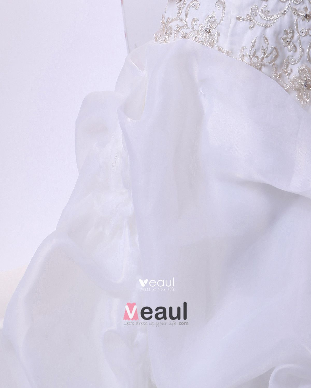 Elegant Satin Organza Beadings Ruffles Embroidery Chapel Bridal Ball Gown Wedding Dress