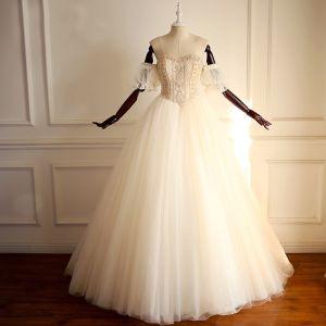 Luxus / Herrlich Gold Brautkleider / Hochzeitskleider 2018 A Linie Off Shoulder Herz-Ausschnitt Kurze Ärmel Rückenfreies Perle Perlenstickerei Lange Rüschen