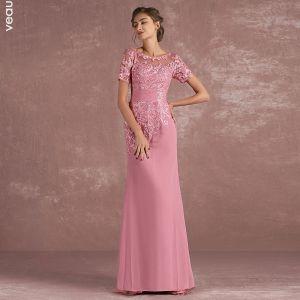 Schöne Pink Brautmutterkleider 2018 Meerjungfrau Spitze Blumen Rundhalsausschnitt Rückenfreies Kurze Ärmel Lange Kleider Für Hochzeit