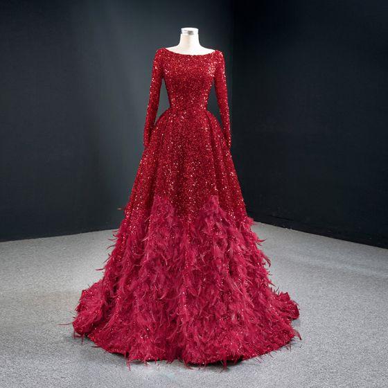 Scintillantes Rouge Paillettes Tapis rouge Robe De Soirée 2020 Princesse Encolure Dégagée Manches Longues Plumes Train De Balayage Volants Dos Nu Robe De Ceremonie