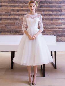 Elegante Bruidsjurken 2016 A-lijn Scoop Kant Hals Applique Kant Ruglooze Thee Lengte Bruidsjurk Met Strik Sjerp