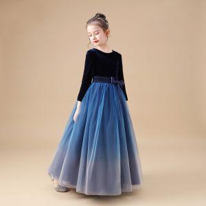 Simple Bleu Marine Velour Hiver Robe Ceremonie Fille 2020 Princesse Encolure Dégagée Manches Longues Noeud Ceinture Longue Volants