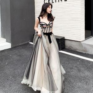 Stylowe / Modne Czarne Szampan Sukienki Na Bal 2019 Princessa Plecy Bez Rękawów Cekiny Haftowane Kwiat Długie Wzburzyć Bez Pleców Sukienki Wizytowe