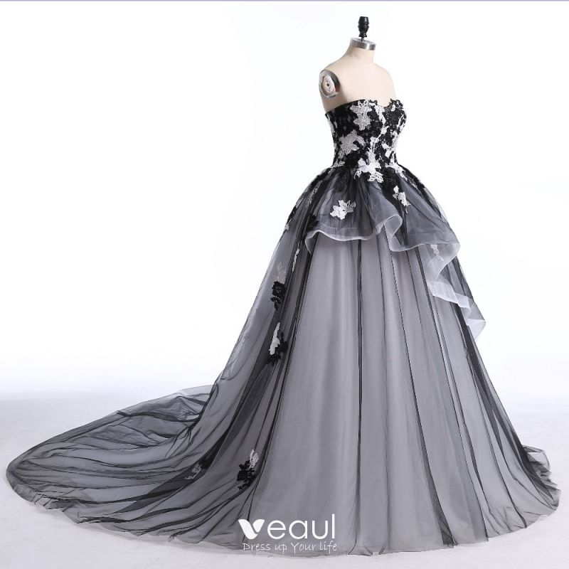 Chic Beautiful White Black Prom Dresses 2017 Ball Gown Sweetheart Sleeveless Beading Sequins Appliques Lace Backless