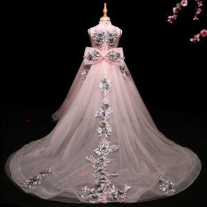 Luxus / Herrlich Rosa Mädchenkleider 2017 Ballkleid Mit Spitze Applikationen Schleife Stehkragen Ärmellos Asymmetrisch Hof-Schleppe Kleider Für Hochzeit