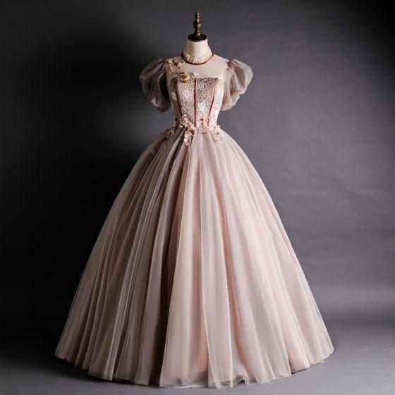Wiktoriański Styl Brązowy Przezroczyste Sukienki Na Bal 2020 Suknia Balowa Wysokiej Szyi Bufiasta Kótkie Rękawy Aplikacje Z Koronki Frezowanie Długie Wzburzyć Bez Pleców Sukienki Wizytowe