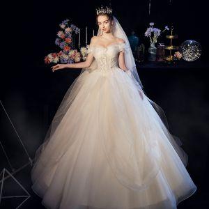 Beste Champagner Organza Garten / Im Freien Brautkleider / Hochzeitskleider 2019 A Linie Off Shoulder Kurze Ärmel Rückenfreies Pailletten Perlenstickerei Lange Rüschen