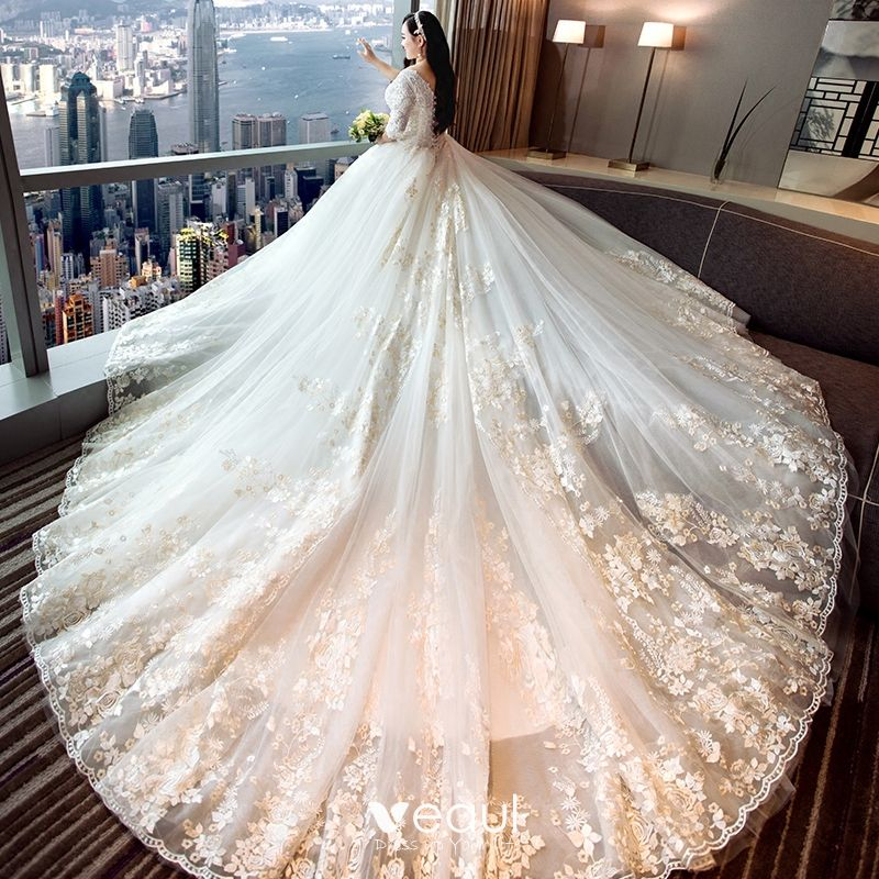 Chic / Beautiful White Ball Gown Plus Size Wedding Dresses 2019 Tulle V-Neck Appliques Backless Embroidered Handmade  Chapel Train Wedding