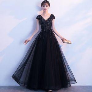 Mode Schwarz Abendkleider 2019 A Linie V-Ausschnitt Ärmel Applikationen Spitze Strass Lange Rüschen Rückenfreies Festliche Kleider