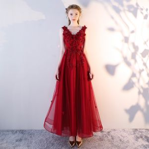 Chic / Beautiful Burgundy Evening Dresses  2018 A-Line / Princess V-Neck Sleeveless Lace Appliques Flower Pearl Ankle Length Ruffle Backless Formal Dresses