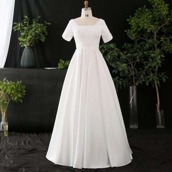 Simple Blanche Grande Taille Robe De Mariée 2020 Princesse Couleur Unie U-Cou Manches Courtes Fait main Appliques Dos Nu Perlage Perle Longue Mariage