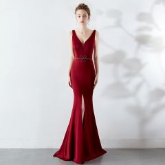 Chic / Beautiful Solid Color Burgundy Evening Dresses  2019 Trumpet / Mermaid V-Neck Beading Bow Sleeveless Backless Sweep Train Formal Dresses