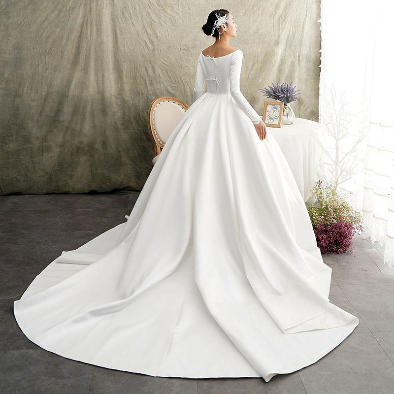 Vintage / Retro Ivory Satin Winter Wedding Dresses 2019 Princess Scoop Neck Long Sleeve Chapel Train Ruffle