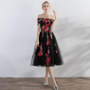 Chic / Belle Noir de retour Robe De Graduation 2017 Princesse Appliques De l'épaule Sans Manches Fermeture éclair Courte