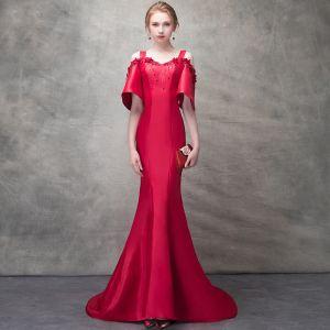 Piękne Burgund Sukienki Wieczorowe 2017 Syrena / Rozkloszowane Frezowanie Cekiny Sztuczne Kwiaty Plecy Bez Ramiączek Bez Pleców Kótkie Rękawy Trenem Sweep Sukienki Wizytowe