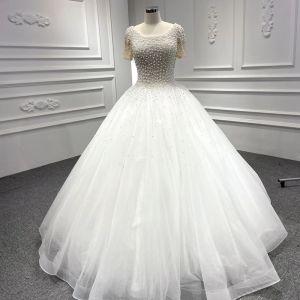 Luxus / Herrlich Weiß Hochzeits Brautkleider / Hochzeitskleider 2020 Ballkleid Rundhalsausschnitt Kurze Ärmel Rückenfreies Handgefertigt Perlenstickerei Perle Lange Rüschen