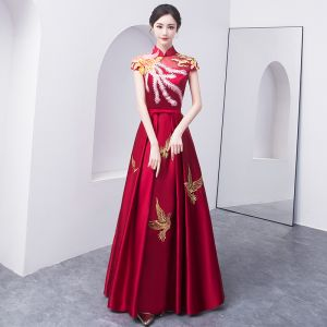 Chinese style Burgundy Evening Dresses  2018 A-Line / Princess Bow Embroidered High Neck Backless Cap Sleeves Floor-Length / Long Formal Dresses