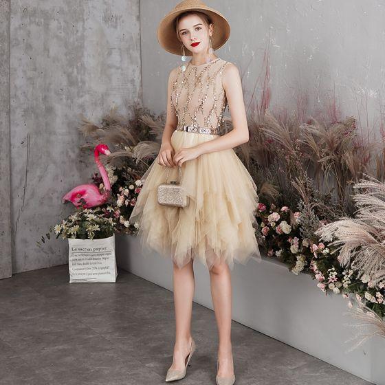 Eleganta Champagne Cocktailklänningar 2019 Prinsessa Urringning Ärmlös Paljetter Tassel Metall Skärp Korta Cascading Volanger Formella Klänningar