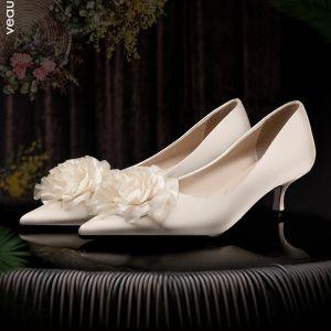 Elegante Champagner Brautschuhe 2020 Satin Applikationen 3 cm Stilettos Low Heel Spitzschuh Hochzeit Pumps