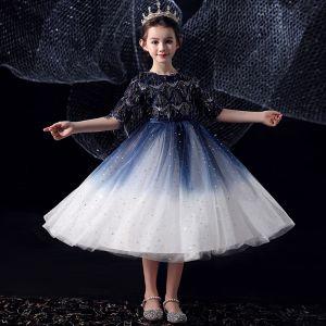 Schöne Königliches Blau Farbverlauf Weiß Geburtstag Blumenmädchenkleider 2020 Ballkleid Rundhalsausschnitt 1/2 Ärmel Schleife Stoffgürtel Pailletten Quaste Wadenlang Rüschen