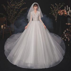 Vintage Weiß Hochzeits Brautkleider / Hochzeitskleider 2020 Ballkleid V-Ausschnitt Lange Ärmel Perlenstickerei Glanz Tülle Pailletten Kathedrale Schleppe Rüschen