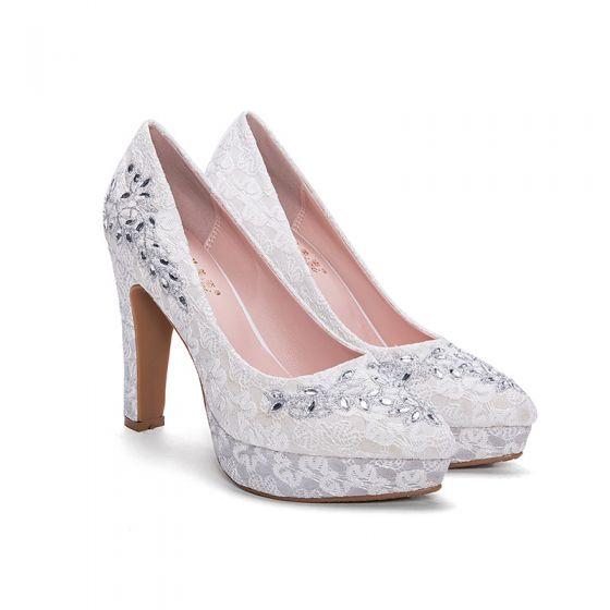 Chic / Belle Blanche Chaussure De Mariée 2018 Perlage Brodé Faux Diamant Cuir À Bout Pointu Talons Hauts