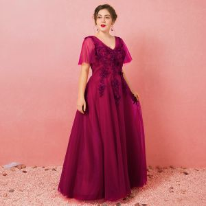 Chic / Beautiful Burgundy Plus Size Evening Dresses  2018 A-Line / Princess Tulle V-Neck Lace-up Appliques Backless Beading Evening Party Formal Dresses